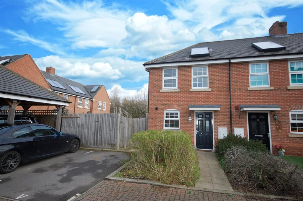 RARELY AVAILABLE SHARED OWNERSHIP HOUSE IN THE EVER POPULAR HIGHFIELD AREA OF TOWN