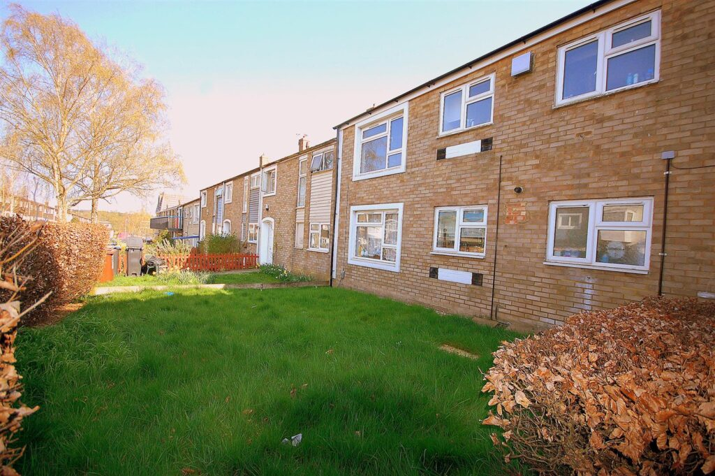 Spacious ground floor flat with its own front and rear gardens offered chain freeNorthdown Road, Hatfield